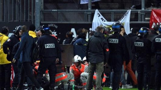 При обрушении ограждения наарене вАмьене пострадали 18 человек